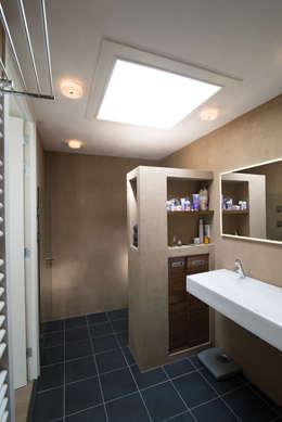 badkamer: moderne Badkamer door Egbert Duijn architect+