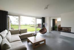 zitkamer: moderne Woonkamer door Egbert Duijn architect+