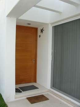 Casas de estilo minimalista por A2 HOMES SA DE CV