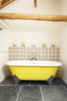 Yellow Bathtub: country Bathroom by Woodford Architecture and Interiors