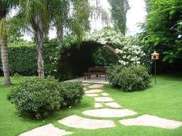 Residencial AS: Jardins campestres por Fabio Camargo Paisagismo
