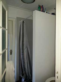 oude badkamer:   door Archimees
