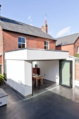 Colchester Kitchen: modern Houses by Rousseau