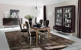 Sala da Pranzo Bouquet: Sala da pranzo in stile in stile Classico di Le Fablier
