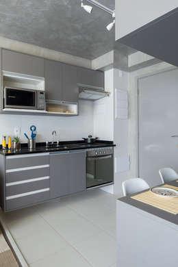 Cozinhas modernas por SESSO & DALANEZI