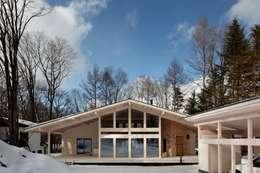 Projekty, skandynawskie Domy zaprojektowane przez 株式会社山崎屋木工製作所 Curationer事業部