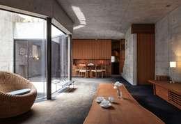 リビングダイニング: 松井建築研究所が手掛けたダイニングです。