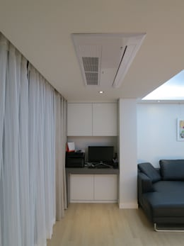 실용적인 수납과 공간활용 32py: 홍예디자인의  거실