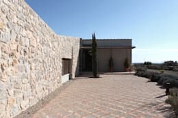 Entrada a la casa: Casas de estilo rústico de CYL estudio