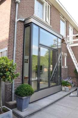 Woonhuis Nieuwveen: minimalistische Huizen door CG Interior Architecture