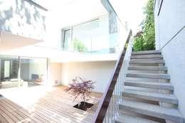 Jardines de estilo moderno de Neugebauer Architekten BDA
