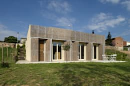 Casas de estilo moderno por b-House