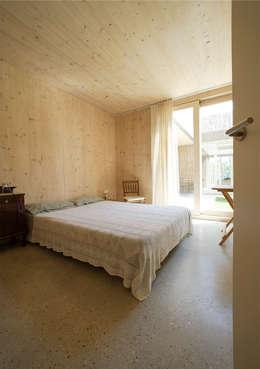Projekty,  Sypialnia zaprojektowane przez b-House