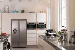 Cocinas de estilo moderno por Tieleman Keukens