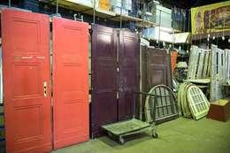 Türen der Bauteilbörse Hannover - Upcyclingbörse Hannover 2015: kolonialer Flur, Diele & Treppenhaus von Bauteilbörse Hannover
