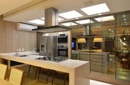modern Kitchen by ANNA MAYA & ANDERSON SCHUSSLER