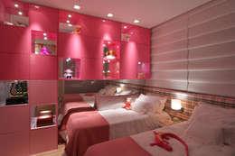 Habitaciones infantiles de estilo  por ANNA MAYA & ANDERSON SCHUSSLER