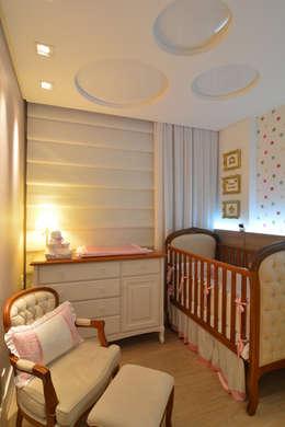 Apartamento Itacorubi Gran Classic 1: Quarto infantil  por ANNA MAYA & ANDERSON SCHUSSLER