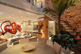 Salas / recibidores de estilo  por ANNA MAYA & ANDERSON SCHUSSLER