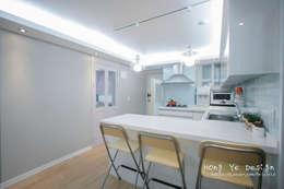 modern Kitchen by 홍예디자인