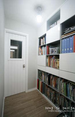 modern Study/office by 홍예디자인