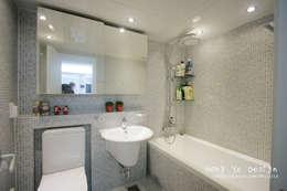 modern Bathroom by 홍예디자인