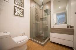 Baño secundario: Baños de estilo  por ESTUDIO TANGUMA