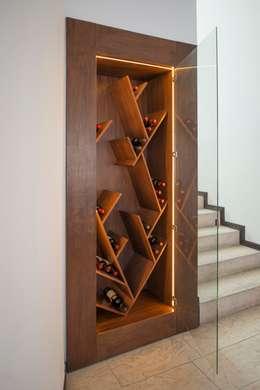 Bodegas de vino de estilo moderno por ESTUDIO TANGUMA