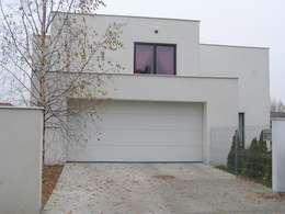 modern Garage/shed by ŁUKASZ ŁADZIŃSKI ARCHITEKT
