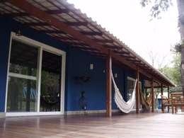 บ้านและที่อยู่อาศัย by Cristiane Locatelli Arquitetos & Associados