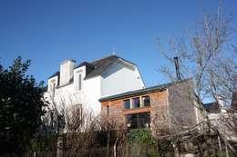 Réhabilitation et extension d'une ancienne maison de pêcheur des années 1930: Maisons de style de style Classique par atelierfrancoisberthe