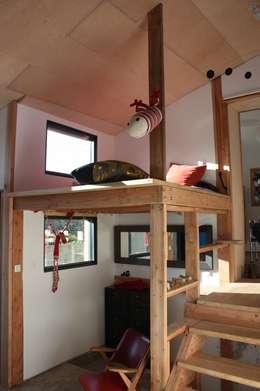 Réhabilitation et extension d'une ancienne maison de pêcheur des années 1930: Chambre de style de style Classique par atelierfrancoisberthe