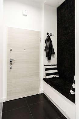mieszkanie prywatne 3 pokoje czarno-białe - apartamenty na polanie - Gdynia : styl , w kategorii Korytarz, przedpokój zaprojektowany przez Anna Maria Sokołowska Architektura Wnętrz