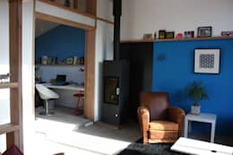 Réhabilitation et extension d'une ancienne maison de pêcheur des années 1930: Salon de style de style Classique par atelierfrancoisberthe