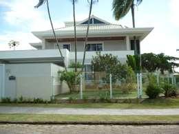 Casas de estilo clásico por ANNA MAYA & ANDERSON SCHUSSLER