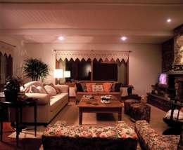 ห้องนั่งเล่น by IDALIA DAUDT Arquitetura e Design de Interiores