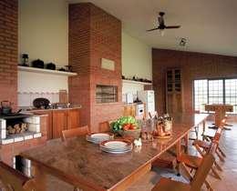 Кухни в . Автор – IDALIA DAUDT Arquitetura e Design de Interiores