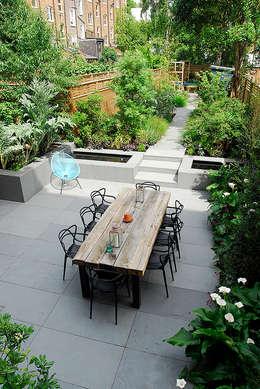 Jardines de estilo moderno por Josh Ward Garden Design