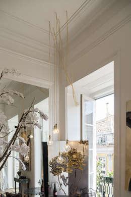 Livings de estilo asiático por Light & Store