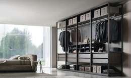 moderne Kleedkamer door Belara Interiorismo