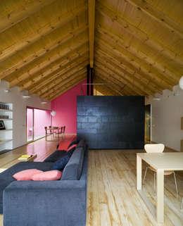minimalistische Woonkamer door daniel rojas berzosa. arquitecto