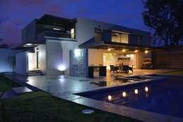 Casa Palenque: Terrazas de estilo  por Con Contenedores S.A. de C.V.
