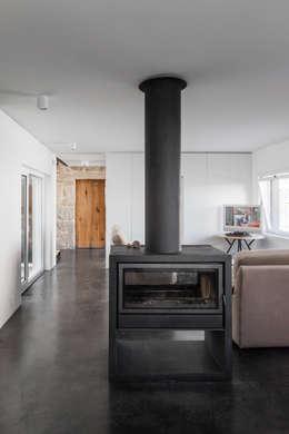 minimalistic Living room by FPA - filipe pina arquitectura