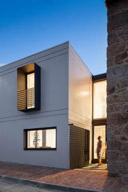 Maisons de style de style Minimaliste par FPA - filipe pina arquitectura