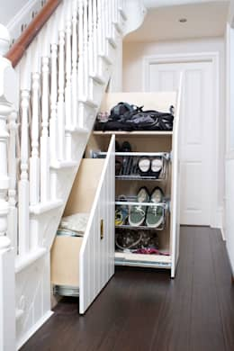 Under Stairs Storage: modern Corridor, hallway & stairs by buss