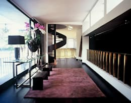 Vestíbulos, pasillos y escaleras de estilo  por Calvirugs