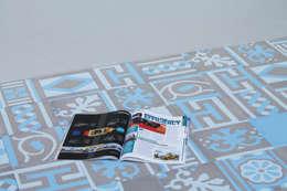 Patchwork cementine - grigio&azzurro: Pareti in stile  di Romano pavimenti