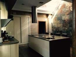 Cocinas de estilo moderno por Architect Hugo Castro  - HC Estudio  Arquitectura y Decoración