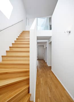 Haus C / Mainz: moderner Flur, Diele & Treppenhaus von Lennart Wiedemuth / Fotografie