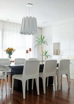 Comedores de estilo minimalista por Figoli-Ravecca Arquitetos Associados